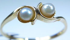 14 kt gold women's ring with cultured pearls