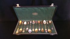 Set of 12 hand decorated teaspoons in enamelled silver - TEWES CARL JUWELIER - Germany, Dortmund - late 1800.