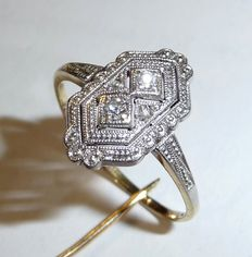 A delicate 14 kt / 585 gold ring from the Art Deco /Art Nouveau period with 4 natural diamonds