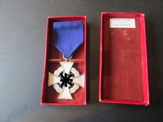 3rd Reich 25 years faithful service with case      WWII