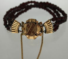 Bohemian garnet bracelet with a yellow gold clasp