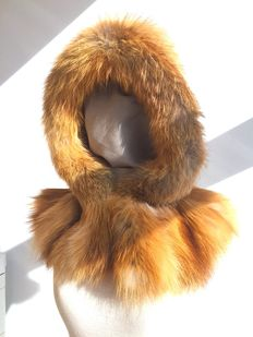 Gold coloured fox fur - hood.