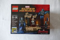 Super Heroes - Throne of Ultron - San Diego Comic-Con 2015 Exclusive - No. 0669/1500