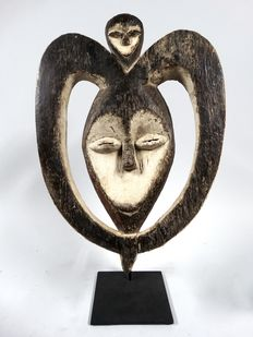 Old African wooden heart mask - KWELE - Cameroon