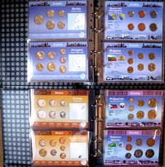 "World - Collection of various coin sets ""Coins of the World"" (25 sets) in 2 albums."