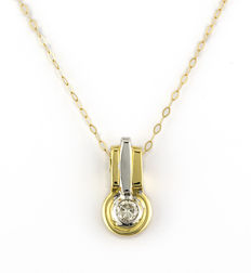 Choker with pendant in white and yellow gold, with brilliant cut central diamond.