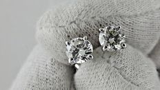 1.04 ct round diamond stud earrings 14 kt white gold