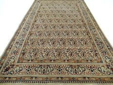 "Old Kirman Laver – Boteh – 162 x 102 cm – ""Exclusive, very finely knotted Persian rug in beautiful condition""."