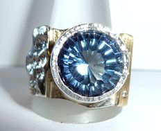 Men's ring - big size - a heavy goldsmith ring with 9.55 ct. Topaz and 0.09 ct. Diamonds/brilliant-cut