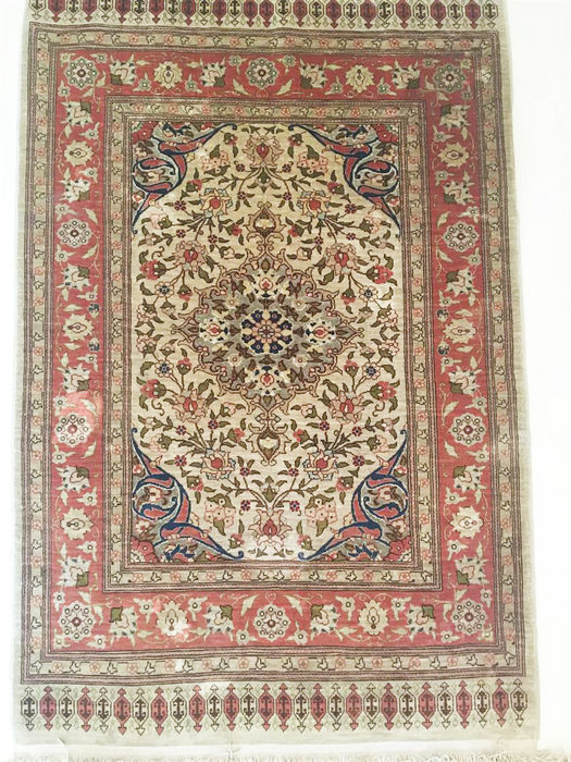 Silk on silk Turkish carpet, Hereke with white gold threads signed (HEREKE), 100 x 63 cm; collector's item