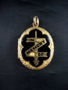 Gold and black enamel mourning pendant