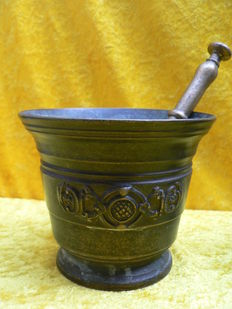 Bronze mortar and pestle-presumably 18th century