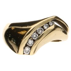 Yellow gold ring set with 6 brilliant cut diamonds of approx. 0.21 ct in total