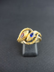 "Antique ""snakes"" ring in gold"