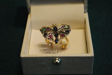 Butterfly-shaped ring