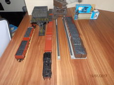 Märklin/Faller H0 - steamloc BR89 with coal transhipment set and 7 open freight carriages DB