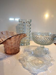 Lot of vases, trinket dish and bowl in glass