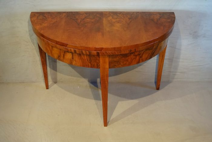 A Neoclassical Walnut Crescent (demi-lune) play table - Germany - circa 1800