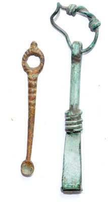 Very Fine Pair of Ancient Roman Cosmetic Tools - Ear pick and Tweezers - 65 - 57 mm  (2)