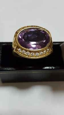 Cocktail shank ring in 18 kt yellow gold with amethyst – Weight: 11.5 grams
