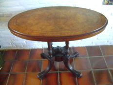 Antique English Victorian breakfast table, oval version