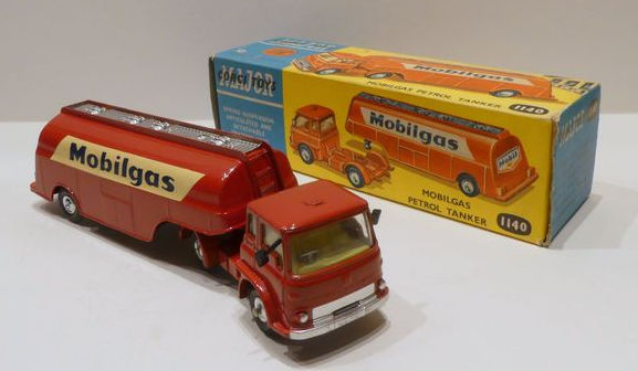 Corgi Major Toys - Scale 1/50 - Bedford Mobilgas Tanker No.1140
