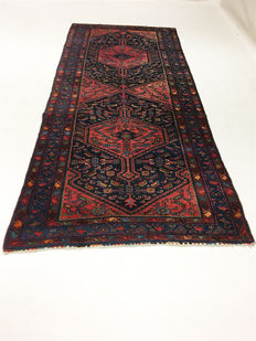 Persian carpet Hamadan, 330 x 142 cm; no reserve price, bidding starts from €1.-