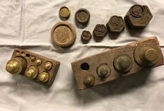 Lot of 17 pieces Dutch and English brass and iron weights - first half of 20th century.