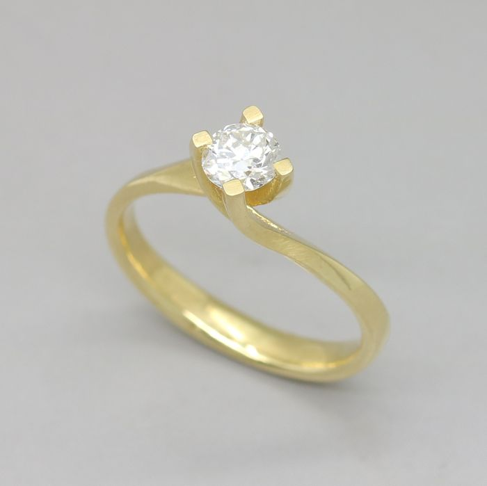 Yellow gold ring with a 0.36 ct brilliant cut G (Fine White) /VS1 diamond.