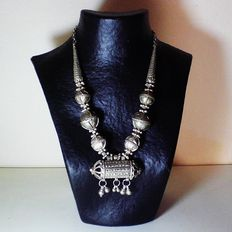 Antique Yemeni necklace in silver plated metal