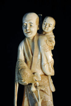 Large ivory okimono of a farmer with a chicken and two boys – Japan – 1800–1920