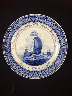 Porceleyne Fles -  plate to commemorate the silver wedding anniversary of Queen Wilhelmina and Prince Hendrik