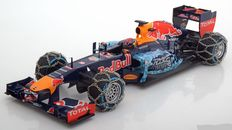 Minichamps - Scale 1/18 - Red Bull TAG Heuer RB7 2016 - Snow Demonstration Run Kitzbühel - Limited 1500 pieces - Driver Max Verstappen