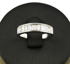 White gold ring set with baguette cut diamonds – Ring size: 12.