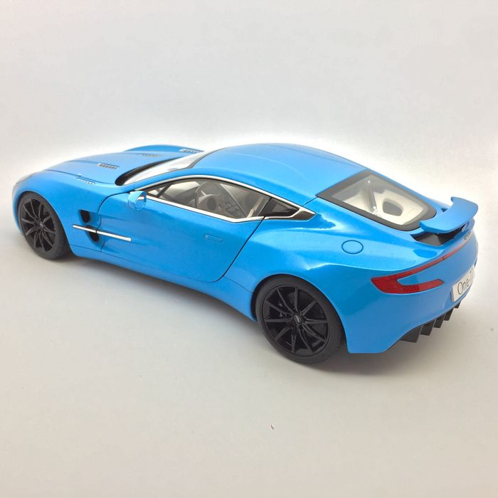AUTOart   Scale 1/18   Aston Martin One 77   Tiffany Blue