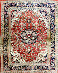 Persian rug, Indo-Sarough, 310 x 249 cm, no reserve prices. Bidding starts at 1 euro.