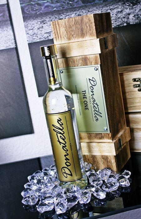 Donatella Vodka - The One Edition - Pure Gold Designer Vodka (No. 088)