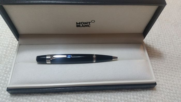 Montblanc ballpoint pen Bohème model with turquoise blue stone.