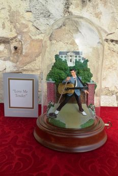 """Elvis Presley - Big Music Box Collection - """" Love Me Tender """" - Numbered - Certificate of Authenticity - Rare !!!!!! ( 25 cm )"""