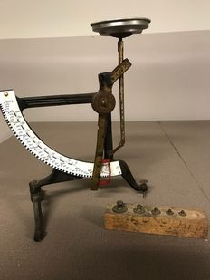 Jacob Maul Concav post scale with calibrated weight block - Netherlands and Germany - ca. 1910