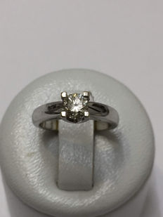Solitaire ring in white gold with a 0.45 ct diamond