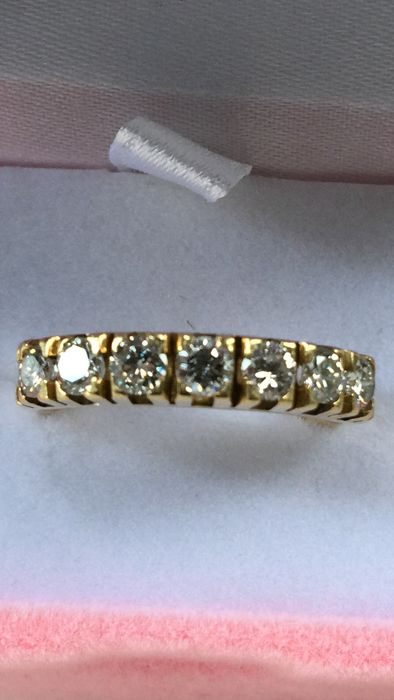 Stunning ring in 18 kt gold with diamonds totalling 0.84 ct, VVS1