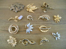 Lot of 14 old gold-plated brooches