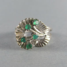 Vintage 1950s - USA – Flower shape 10k solid Gold with Emeralds Ring - Excellent