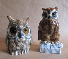 Two porcelain perfume lamps (Rauchverzehrer) in the form of owls.
