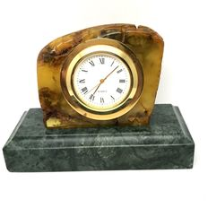 Old clock in Baltic amber stone, 301.9 grams, running, replaceable battery - quartz
