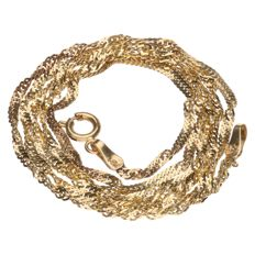 Yellow gold, twisted, curb link necklace.
