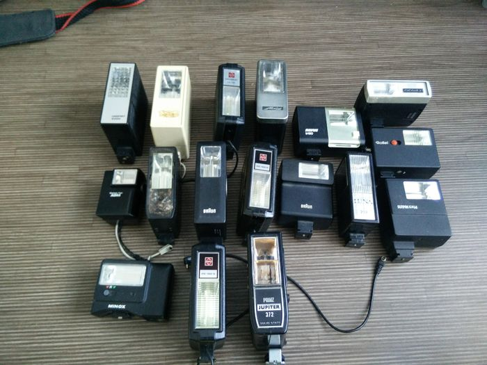 Lot 17 flash units