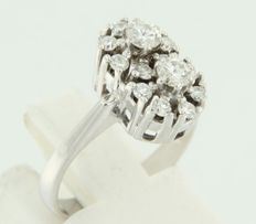 White gold ring 14 kt, set with brilliant cut diamonds