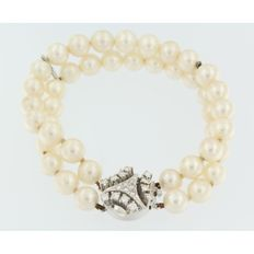 Pearl bracelet with freshwater pearls and a 14 kt white gold clasp with diamond, 0.90 ct